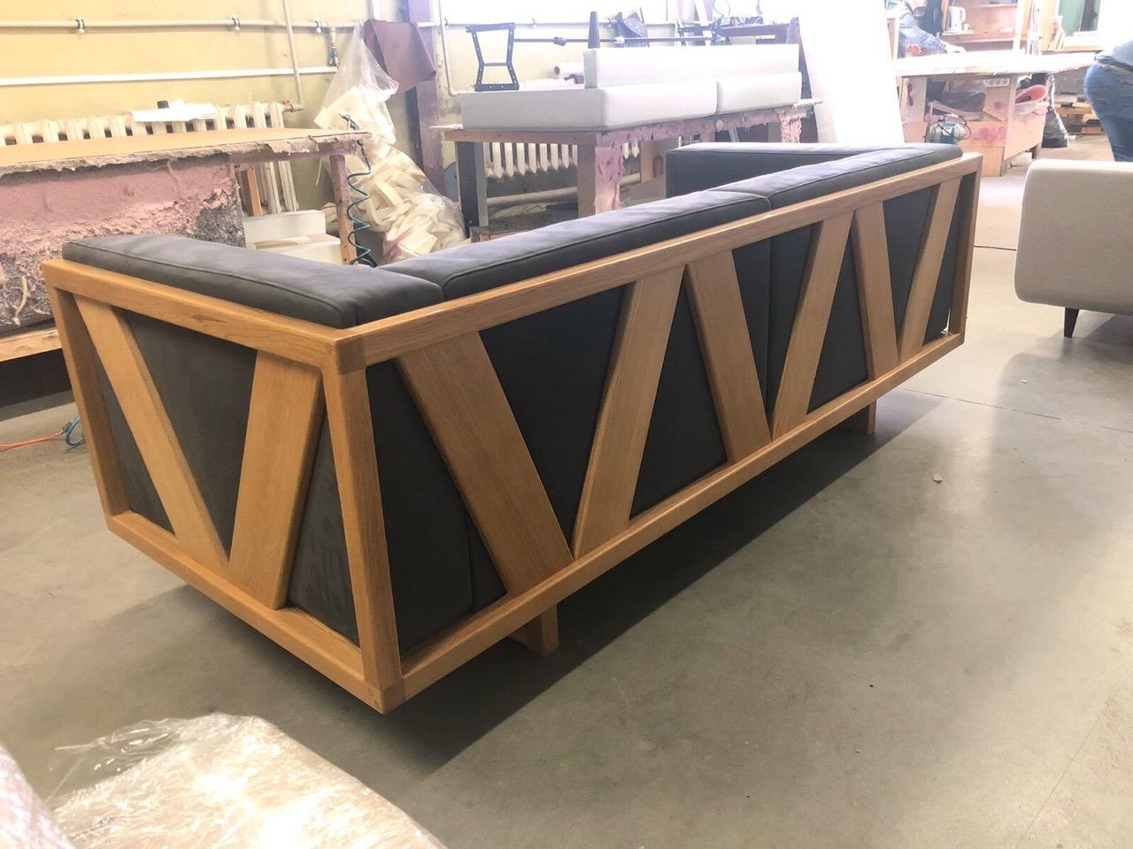 деревянный диван